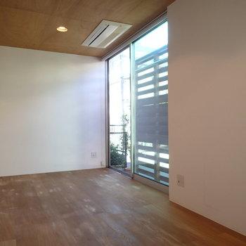 天井まである窓ってなかなかないです。※写真は前回募集時のものです