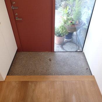 玄関。土間っぽい感じがいいですね。※写真は前回募集時のものです