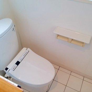 柵の向こうにはトイレ