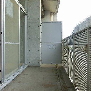 バルコニーからの眺め椅子など置けそうな広さです※写真は別部屋
