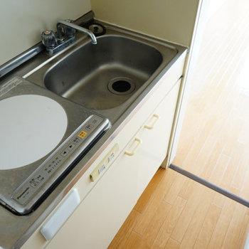 キッチンは水栓ハンドルを交換します※写真は工事前201号室です