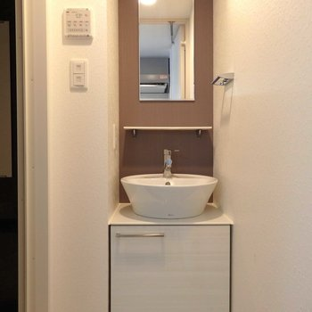 毎朝ウキウキしそうな可愛らしい洗面台。(※写真は13階の同間取り別部屋のものです)