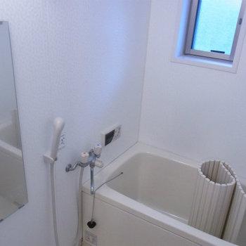 お風呂は追炊き付き*写真は同タイプの別部屋