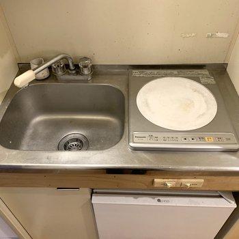 一口コンロは圧力鍋を活用すると料理の幅が広がりますよ。※写真はクリーニング前のものです