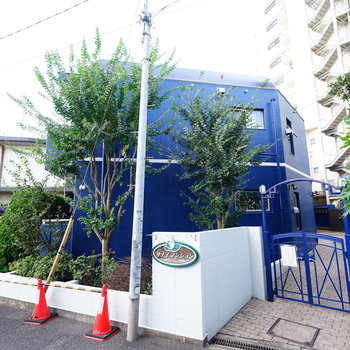 青い可愛いマンション!