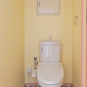トイレはレトロ可愛い。