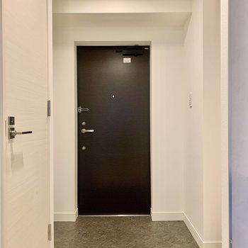 玄関ライトは自動点灯にもできますよ。
