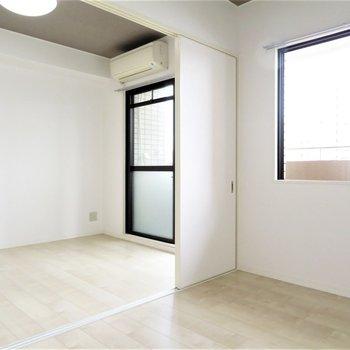 窓が2つありますね(※写真は5階の反転似た間取り別部屋のものです)