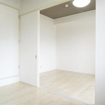 白くて明るいですね(※写真は5階の反転似た間取り別部屋のものです)