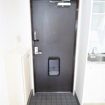 玄関は小さいです