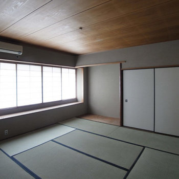 広め和室。少し暗いかな?