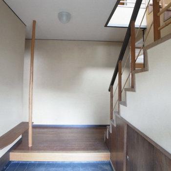 玄関あがってすぐ階段