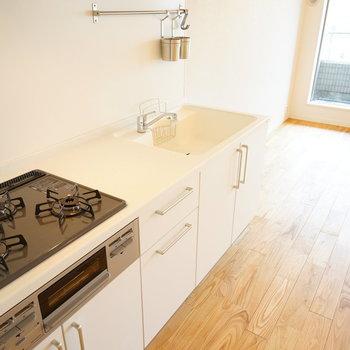 キッチンは3口ガスで使い勝手◎※写真はイメージです