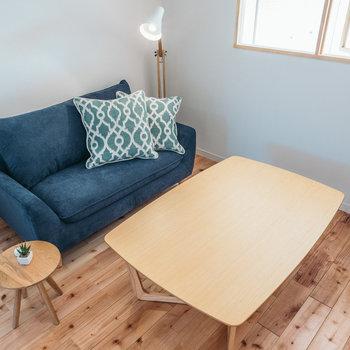 濃い色の家具とも相性◎※写真はイメージです