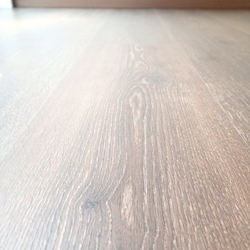床の素材はこんな感じ。しっかりしていて傷つきにくいそう。 ※前回募集時の写真です