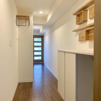玄関にもこだわりがちらほら。(※写真は10階の反転間取り別部屋、清掃前のものです)