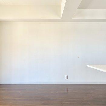 テレビのアンテナ端子は左下に。(※写真は10階の反転間取り別部屋、清掃前のものです)