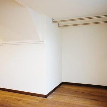 二階にオープンクローゼット