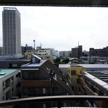 リビングからの眺めはこんな感じで気持ち良い!※写真は前回募集時の別部屋です