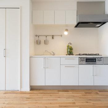 キッチンは大きな3口ガスコンロ※写真は前回募集時の別部屋です