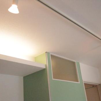 キッチン上の間接照明がおしゃれ