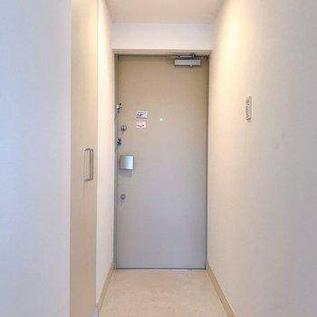 玄関スペース。段差がなくスムーズです。