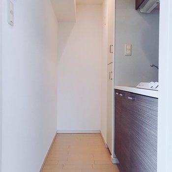 キッチンスペース。冷蔵庫は奥かな。