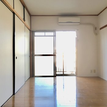 エアコンはお部屋に付いてきますよ。初期費用抑えられますね!