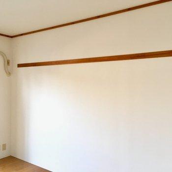 洋室はなげし付き。絵やドライフラワーを飾りたいな。