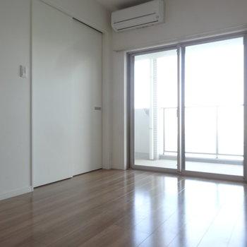 リビングと洋室は引き戸で仕切ることも。※写真は同間取り別室です。