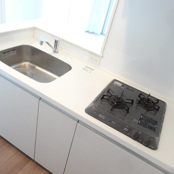 キッチンは使いやすそうなサイズ感です。※写真は同間取り別室です。