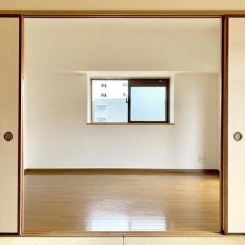 角部屋だから側面にも窓。(※写真は6階の反転間取り別部屋のものです)