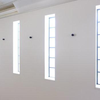 角部屋には可愛い窓が!