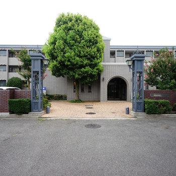 門構えから立派なマンション!