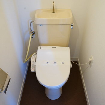 トイレはウォシュレットつき!※写真は前回施工の305号室