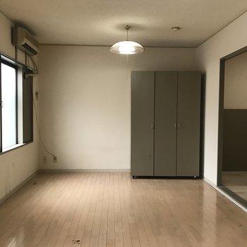 2面採光の明るいお部屋※写真は工事前