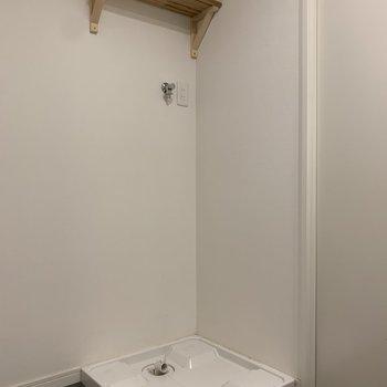 洗濯機置場はこちらに※写真はクリーニング前のもの