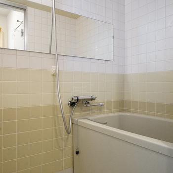 お風呂には横長鏡を!※写真は503号室