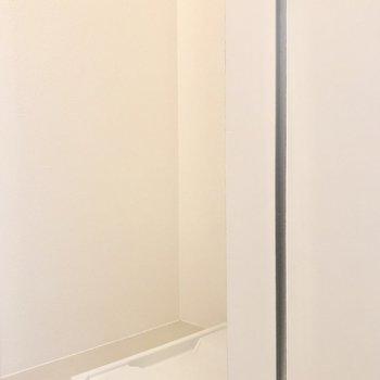 洗濯機置き場は玄関横に※写真は前回募集時のものです