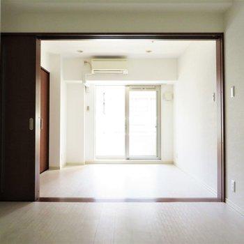 明るさもいいですね(※写真は2階の同間取り別部屋、清掃前のものです)