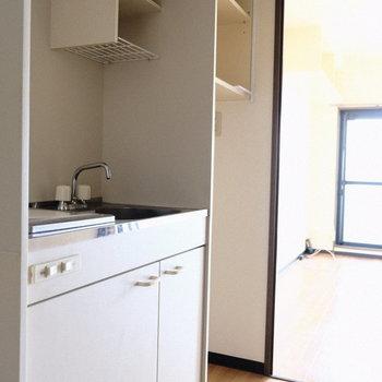 冷蔵庫スペースもしっかりあります◎※写真は7階の同間取り別部屋のものです