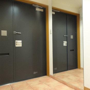 玄関。全身鏡大きすぎませんか!※写真は前回募集時のものです