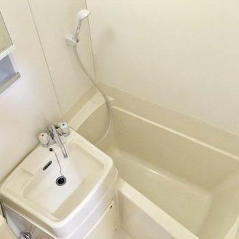 浴室は3点ユニット。