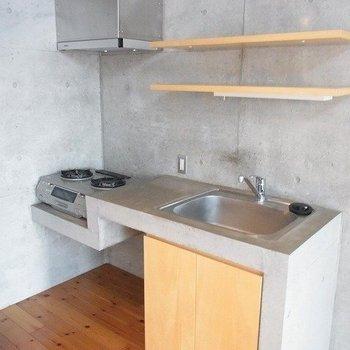 キッチン。2口ガスコンロ。※写真は前回募集時のものです。