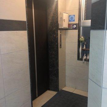 1階のエレベーターホールです!
