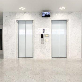 エレベーターは2基設置。