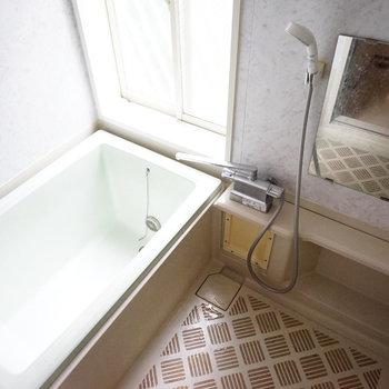 お風呂にも窓が◎