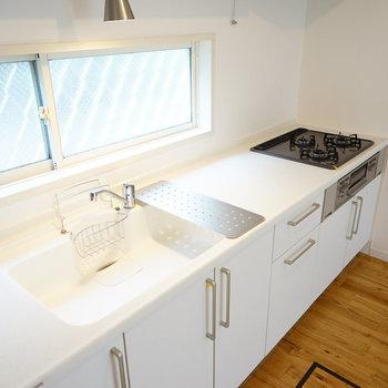 キッチンは大きな3口ガスに交換!