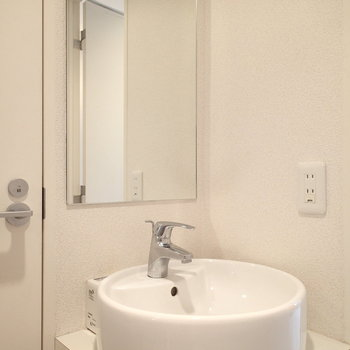 ホテルのように綺麗な洗面所。※写真は前回募集時のものです