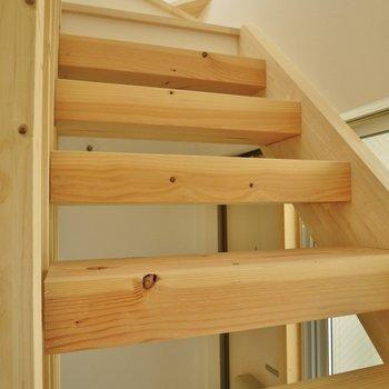 この階段を上がると!